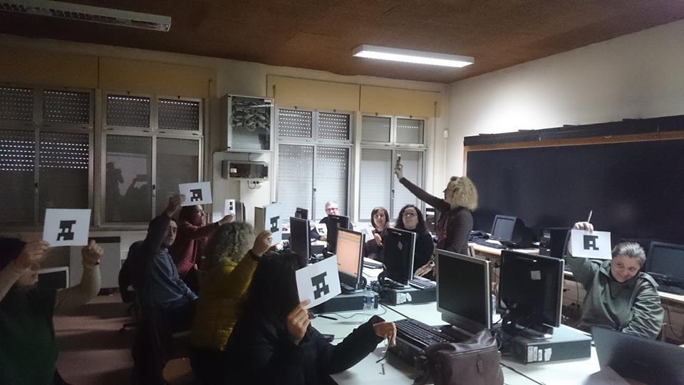 Embaixadora eTwinning Teresa Lacerda em trabalho com os professores